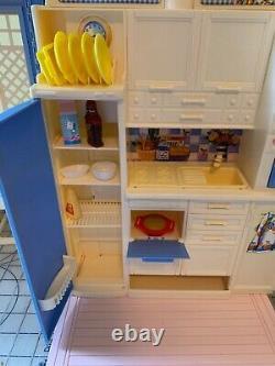 1998 Mattel Barbie Big Family House Original Box Fold Up excellent condition