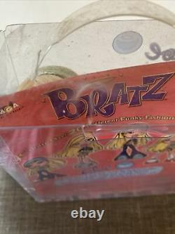 Cloe Bratz Fashion Doll First Edition New in Box (2001)