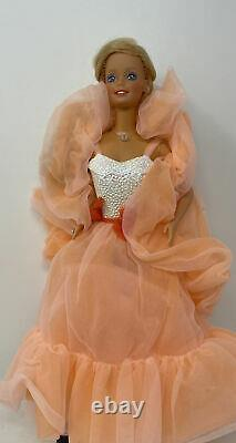 Mattel 7926 Peaches'N Cream Barbie New Doll With Box And Accessories Vtg