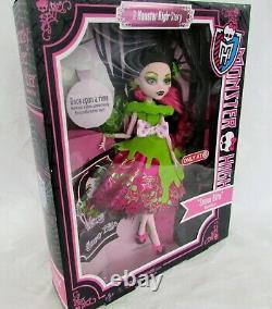 Monster High Draculaura Snow Bite Doll 2012 New Sealed Box