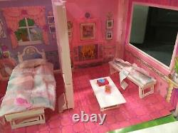 Vintage 1992 Mattel Barbie Fold'n Fun House With Box Great Condition